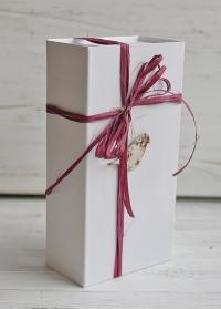 Коробка подарочная из белого картона с крышкой на магните Consta Garden фото