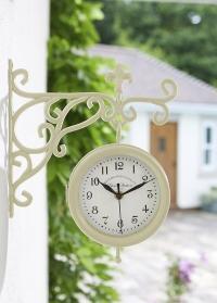 Часы уличные на кронштейне двусторонние для загородного дома York Station Cream Smart Garden фото