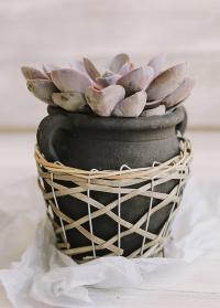 Керамическое кашпо для цветов в виде амфоры с ручками Lene Bjerre фото.jpg