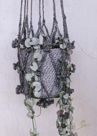 Подвесное плетеное кашпо для цветов из джута Munesia Grey Lene Bjerre фото
