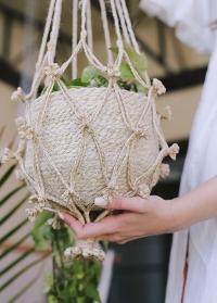 Подвесное плетеное макраме кашпо для комнатных цветов Munesia Lene Bjerre фото
