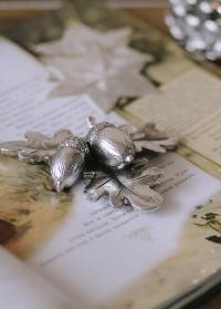 Декоративные серебристые желуди на ветке SERAFINA Lene Bjerre фото