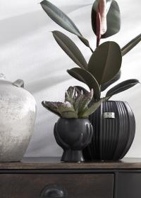 Дизайнерское цветочное кашпо из керамики Hanya Black от Lene Bjerre фото
