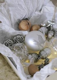 Новогодний елочный шар белый с серебряной птичкой Cadelia White Silver Lene Bjerre фото