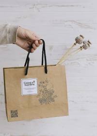 Подарочный крафт пакет от Consta Garden для упаковки подарков флористам, дизайнерам, садоводам фото