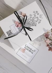 Фирменная подарочная коробка картонная белая Consta Garden фото