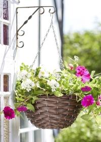 Кашпо-корзина плетеная подвесная для уличных растений Hazel Faux Rattan Smart Garden картинка