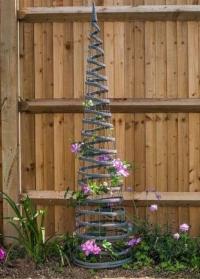 Опора из металла и искусственного ротанга для вьющихся растений Faux Rattan Obelisk Slate Smart Garden фото