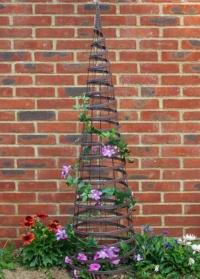 Садовый обелиск - опора для вьющихся растений Faux Rattan Obelisk Chestnut Smart Garden картинка