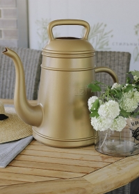 Голландская дизайнерская пластиковая лейка для полива цветов Lungo Gold Xala фото
