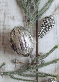 Декор в скандинавском стиле от датского бренда Lene Bjerre - серебряный грецкий орех фото