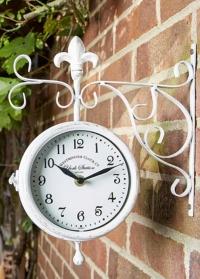 Часы на кронштейне станционные двусторонние для фасада загородного дома York Station Cream Smart Garden