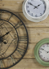 Часы в белой раме Highcliffe Briers