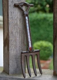 Настенный термометр уличный декоративный «Вилы» Briers фото