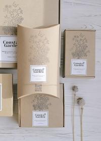 Маленькая подарочная крафт коробка от Consta Garden фото
