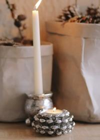 Серебристый подсвечник в виде сосновой шишки датского бренда Lene Bjerre фото