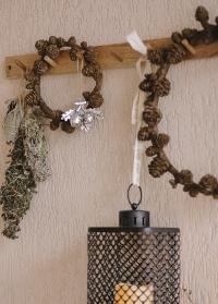 Венок из декоративных шишек в скандинавском стиле Serafina от Lene Bjerre фото