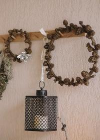 Венок из декоративных шишек в скандинавском стиле от Lene Bjerre (Дания) фото