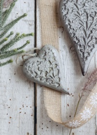 Декоративная новогодняя подвеска из дерева в скандинавском стиле фото