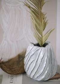 Настольная ваза для цветов из белой керамики Moto от Lene Bjerre фото