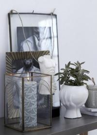Керамическое кашпо для цветов дизайнерское шар в руках Haniya White Lene Bjerre картинка