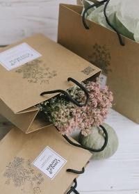 Крафт пакет подарочный от Consta Garden фото - оригинальная упаковка для подарка флористу