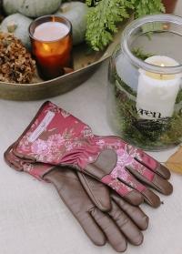 В подарок садоводу - женские теплые кожаные перчатки для ухода за растениями Classic Cherry GardenGirl от Consta Garden фото