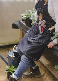 Стильный джинсовый фартук от Esschert Design в подарок для дачи и сада в интернет-магазине Consta garden фото