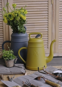 Садовая лейка-кофейник 8 литров для полива цветов Lungo Curry Yellow голландского бренда Xala фото