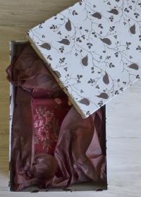 Подарочная коробка с принтом Птички от Consta Garden - универсальная упаковка для подарка садоводу и дачнику фото