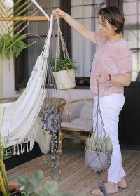 Подвесное плетеное макраме кашпо для комнатных цветов Munesia Grey Lene Bjerre фото