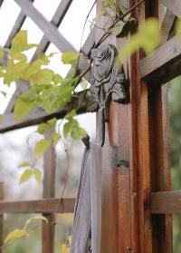 Декоративный чугунный крючок для дома и сада Roses TT211 Esschert Design фото