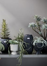 Керамическое кашпо для цветов дизайнерское Hanya Black от Lene Bjerre фото
