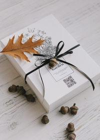 Коробка подарочная фирменная от Consta Garden для упаковки подарка садоводу и флористу картинка