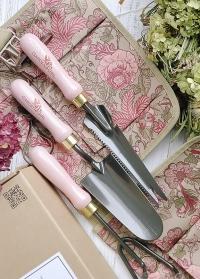 Подарок женщине для сада и огорода Chelsea GardenGirl - садовые перчатки, инструменты, пояс для инструментов в Consta Garden фото