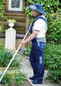 Комбинезон джинсовый для сада огорода GardenGirl Denim Collection фото