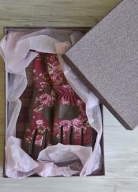 Подарочная коробка с принтом Ткань Consta Garden подходит для подарков в дом и сад фото