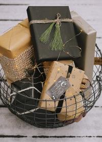 Идеи новогодней упаковки подарков для дома и сада от Consta Garden фото